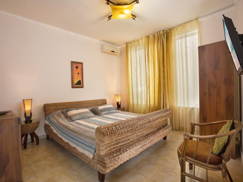 Люкс 2-кімнатний з однією спальнею